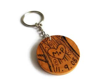 Personalized couples keychain, couples gift, gift for boyfriend, gift for girlfriend, custom couples gift, anniversary keychain, wood gift