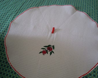 round towel in cotton d bee embroidered nest