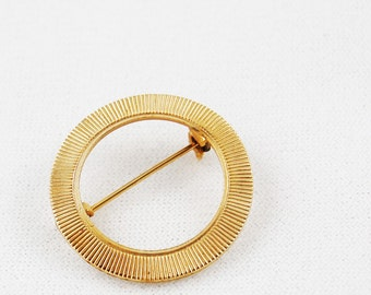 Vintage Circle Gold Tone Textured Brooch