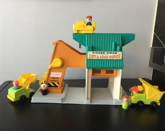 Vintage Fisher Price Little People Lift And Load Depot Set #942
