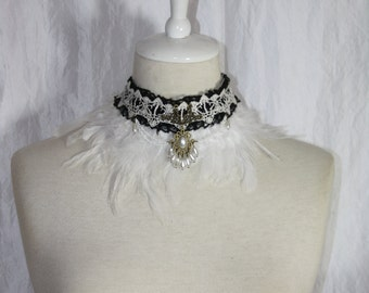 Collier [Earrach]-lace with brown feathers