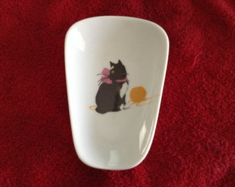 """Black Cat Spoon Rest  with a Ball of Yarn 5"""" Long And 3 1/2 Inches Wide at Top of Spoon"""