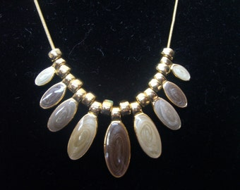 Vintage 1980s Necklace in Gold Tone, With Beige and Olive Green Enamel Leafs.