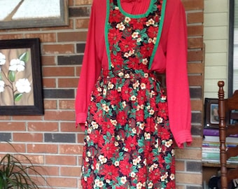 Pretty Christmas Bib Apron Featuring Christmas Flowers and Ornaments / Vintage