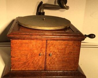 Antique Victor Table Top Victrola Model VV-IVA in Quartersawn Oak
