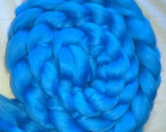 Superwash Merino Handdyed Solid Color Comb Top Roving - 4 oz - Light Blue