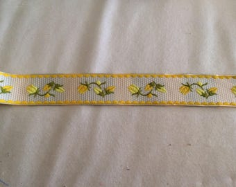 Ribbon has 3 yellow flower pattern, 5 cm sewing