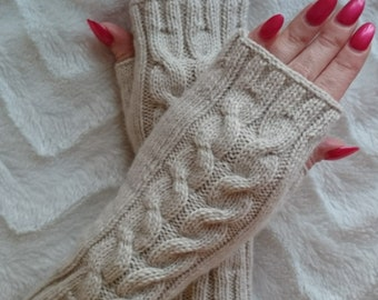 Beautiful soft wristwarmers with cable pattern. Wrist warmers. Arm warmers. Beige