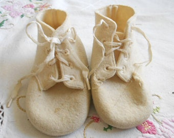 Soft IVORY WOOL FELT Baby Shoes Vintage Hi TopBaby Deer Booties, White Ribbon Lace 4 Holes, Lightly Used No Moth Bites Newborn Large Doll