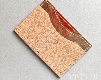 Card holder / card case in rose gold metallic leather and pink genuine stingray front slot. Leather card wallet with 3 compartments.