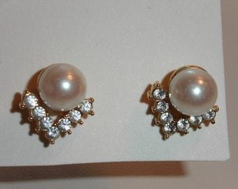 Beautiful Vintage Earrings Pearl with V of Rhinestones 292