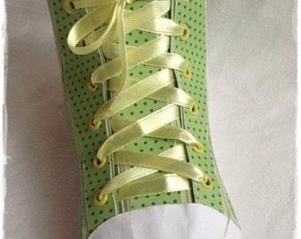 Coffret cadeau «Sneaker», sneaker, boîte de plume, à la main, retour à l'école, d'emballage,