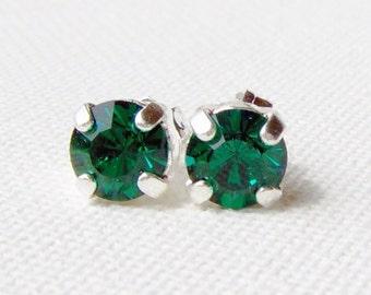 Smaragd Strass Ohrringe / Ohrstecker Chirurgenstahl / 6mm / Swarovski / Ohrringe grün / Mai Geburtsstein / Smaragd Kristall / Geschenk für sie