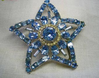 Vintage Swarovski Crystal Rhinestone Star Brooch in Original Box