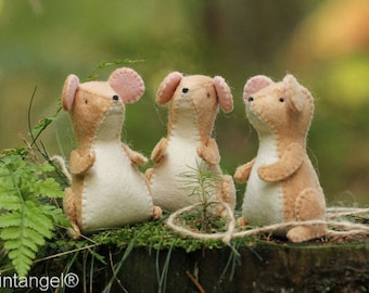 Forest Mice, in two sizes - PDF pattern - instand download