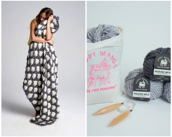 Loopy Mango DIY Kit - Aster Flower Throw - Chunky Merino Wool