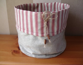 an empty Pocket linen with a striped red doublue