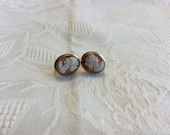 Shell Cameo screw back earrings