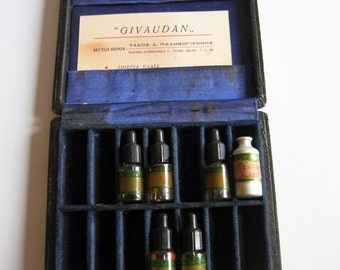 vintage Givaudan peddler's perfume bottle case