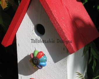 birdhouse outdoor, red and white birdhouse,  country garden birdhouse, rustic birdhouse, barn birdhouse, small birdhouse