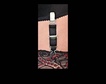 Premier Lingerie 4 Pack of Adjustable Suspender / Garter Clips for Stockings ( PLsuslac )