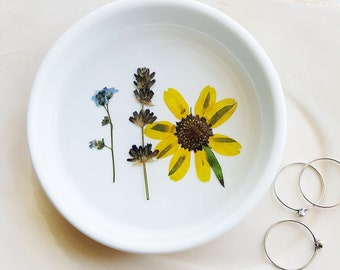 Ring Dish with Flowers, Floral Ring Dish, Pressed Flowers Jewelry Dish, Nature Lover Gift, Jewelry Tray, Trinket Holder, Jewelry Organizer