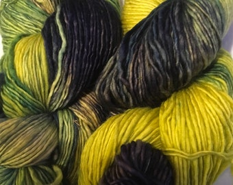 Spring is in the Air had dyed superwash merino yarn