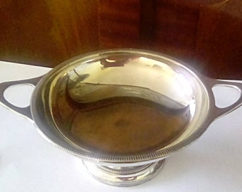 Minimalist silver plated bonbon dish.
