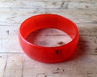 Lucite bangle, vintage bracelet