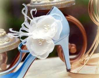 Ivory / White Shoe Clips. Couture Bridal Vintage Inspired Style Ostrich Feathers Pearls / Rhinestone Gems. Feminine Couture Bride Bridesmaid