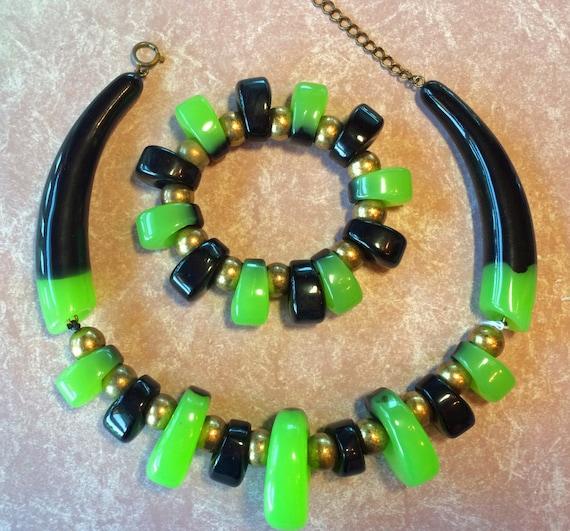 Incredible Designer Resin necklace  stretchy bracelet  - 1980's  Ugo Correani