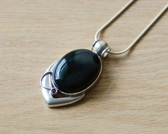 Onyx Pendant // Onyx // Onyx Necklace // Black Onyx Pendant // Black Onyx Necklace // Sterling Silver // Garnet