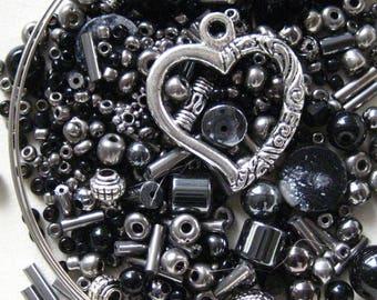 Bracelet sur fil mémoire KIT Antique argent hématite noir coeur ouvert emballage KIT