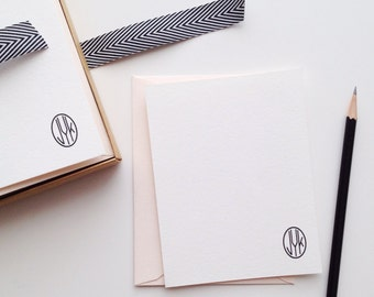 White Oval Monogram Flat Card Set