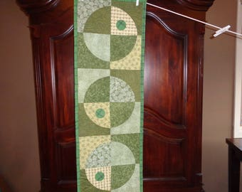 Circle Quilt, SageCrazy Curves, Quilted Table runner, My Universe 1208-03
