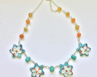 Short necklace with daisy detail