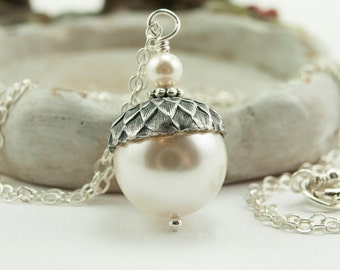 Acorn Necklace with Cream Swarovski Pearls. Acorn Jewelry. Cream Pearl Necklace. Winter Wedding Sterling Silver Ivory Pearl Necklace