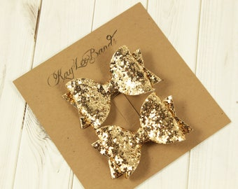 Gold pigtail bows. Gold hairbows. Glitter hairbows. Pigtail bow set. Pigtail hairbows. Glitter bows. Hair clip barrette.