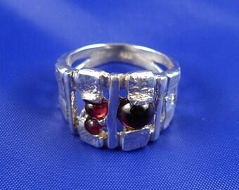 Garnet boho Ring .Garnets Texture Silver Ring -ElenadE