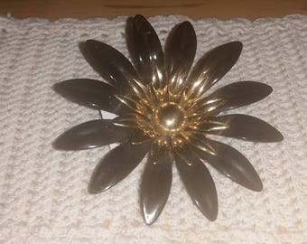 Vintage Black and Gold Daisy Brooch