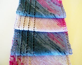 Easy scarf knitting pattern for colorful sock yarns (hand painted or self striping) - diagonal construction, stockinette stitch, easy lace