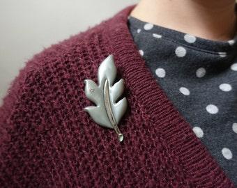 Grauen Blatt Brosche Pin Herbst