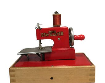 Vintage KayanEE Sew Master Toy Sewing Machine, Red Miniature Metal Child's Sewing Toy, Sewing Gift, Sewing Room Display