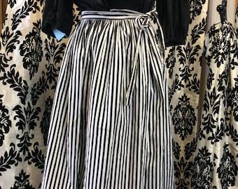 Totally Adorable 50's Wrap Circle Skirt