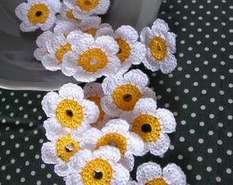 10 Crochet Flowers, Crochet Daisy, Handmade Crochet Embellishment, Small Crochet Flowers, White Yellow Daisy,  Appliques - Ready to ship