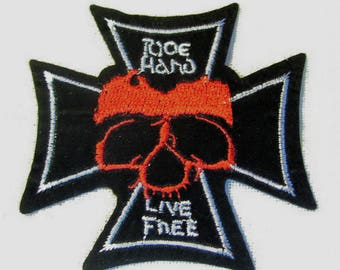 Shield patch embroidered iron - cross skull * 7 x 7 cm *.