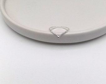 925 Sterling Silver Dainty Chevron Ring (11-3665)