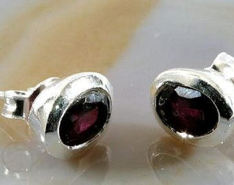 Ear studs , 925 sterling silver with beautiful garnet - 3855