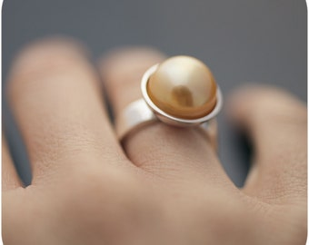 South Sea Pearl Ring - Gigantic Natural Golden Yellow Saltwater Pearl ring