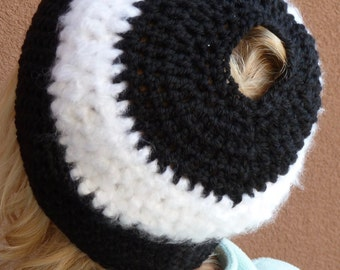 Ponytail hat in black and white, women's winter hat with a tail, warm and comfortable crochet hat, original and unique, gift for her